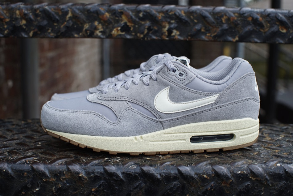 the nike air max 1 essential suede