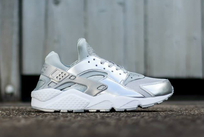 af6c261d7c43 ... metallic silver tint on the toe box and saddle with sort of a matte  finish to it. Give us your thoughts on this Nike Huarache below and import  them from ...