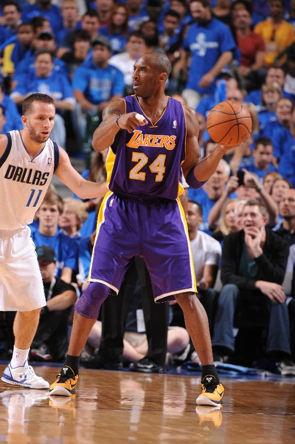 Kobe Bryant wearing the Nike Zoom Kobe VI POP; JJ Barea wearing the Converse Star Player EVO Low