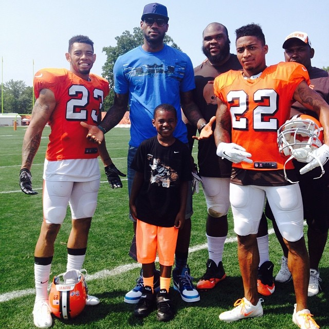 sale retailer 3d6d3 edaed LeBron James Wears 'All-Star' Nike LeBron 6 to Browns ...