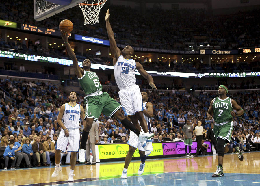 Keyon Dooling wearing Rajon Rondo's Nike Shoes (5)