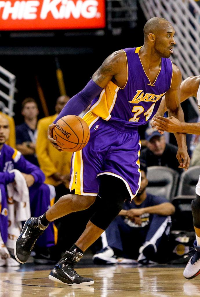 separation shoes e80c8 13edf Kobe Bryant wearing Nike Kobe IX 9 Elite Black Silver (3)