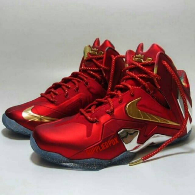 brand new 81d84 c48b3 Nike LeBron 11 Elite Gold - Detailed Review - YouTube Nike LeBron XI 11  Elite RedGold Sample (1) ...
