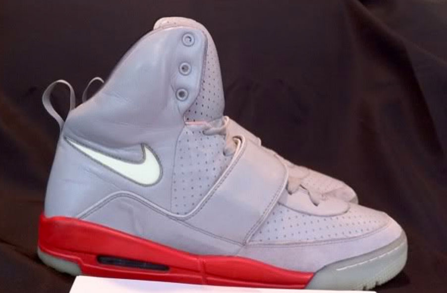 05915707a Kanye West Nike Air Yeezy Zen Grey Neon-Challenge Red Sample