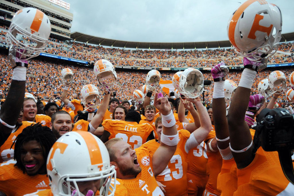 Tennessee Volunteers Sign with Nike