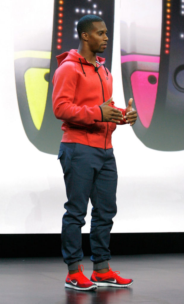 Victor Cruz wearing Nike Free Flyknit Red