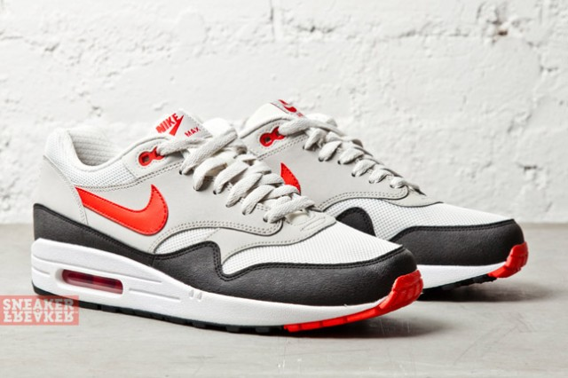 sale retailer ec182 45c31 This traditional look and construction for the Air Max 1 arrives at select  Nike Sportswear retailers this fall.