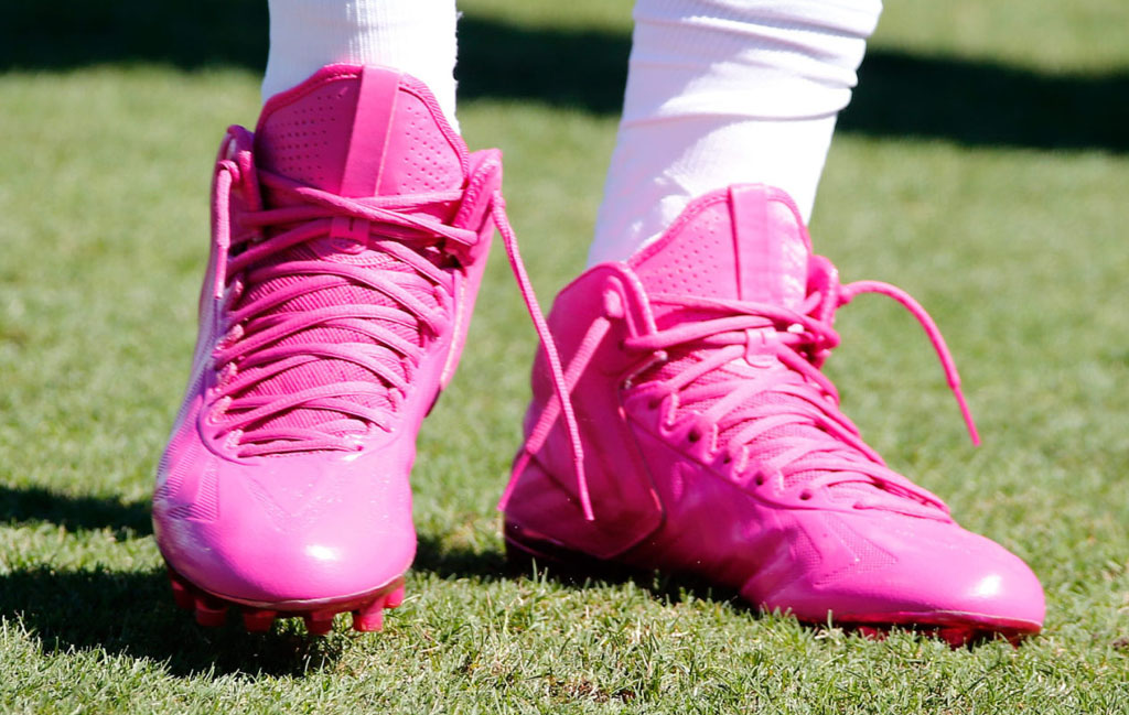 nfl watch  players wear pink cleats for breast cancer