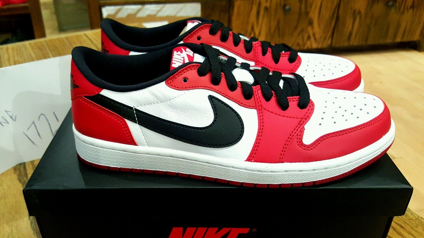 Jordan 1 Low Chicago