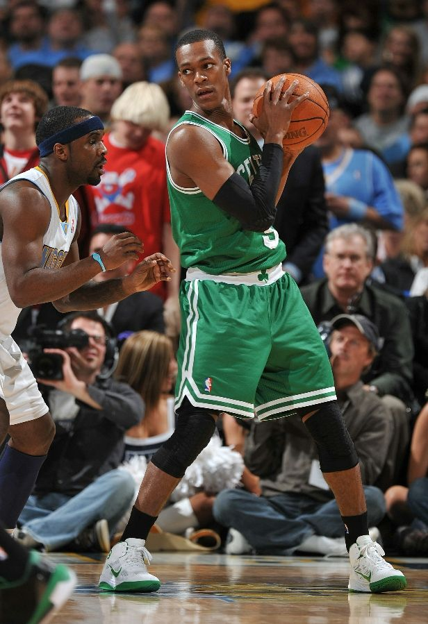 Rajon Rondo posts up in the Nike Zoom Hyperfuse