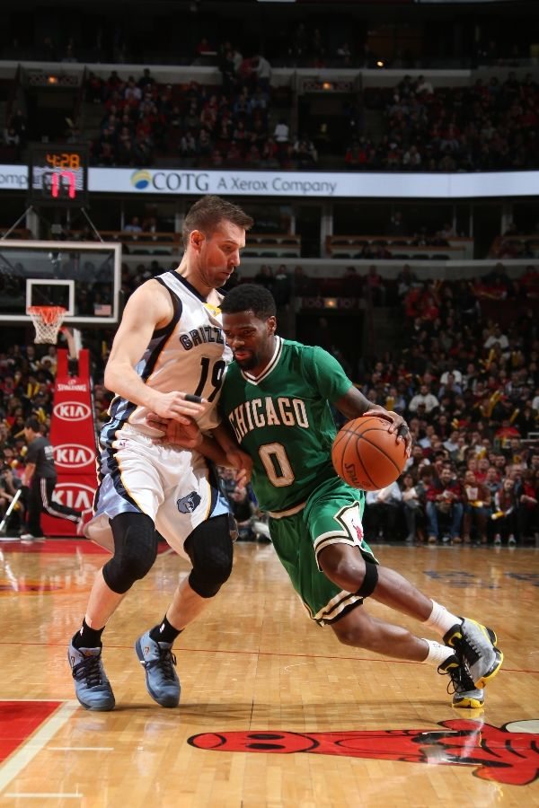Aaron Brooks wearing Air Jordan XX9 29 Oregon Ducks PE (2)