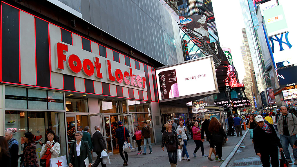 New Balance Kiosk for 574 Customization at Foot Locker in Times Square (1)