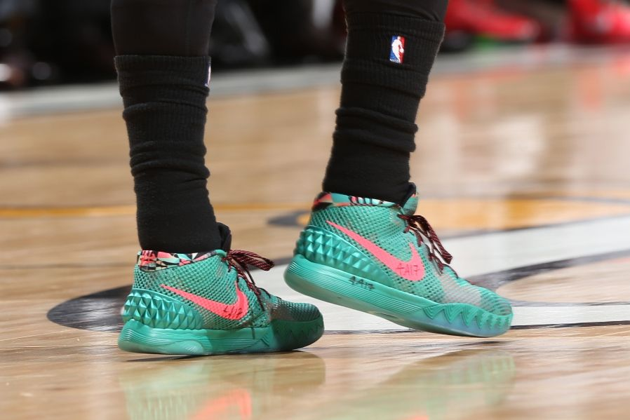 sneakers for cheap 7d6a2 068c3 Kyrie Irving wearing Nike Kyrie 1 Christmas PE (5)