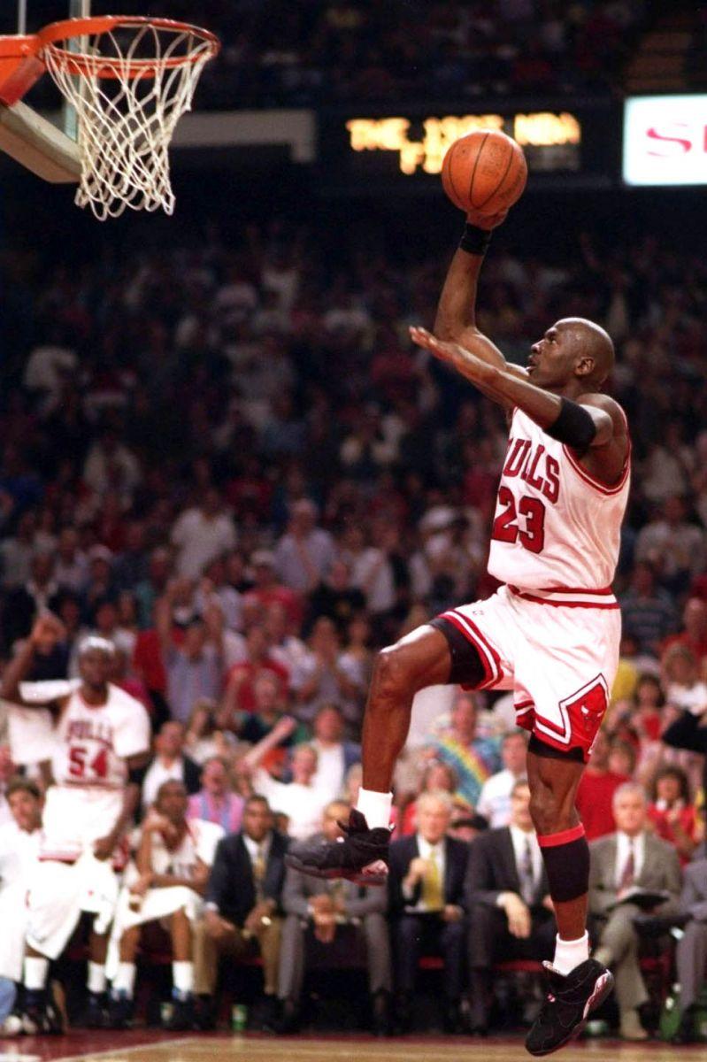 "Flashback // Michael Jordan in the Air Jordan VIII ""Playoffs"" | Sole Collector"