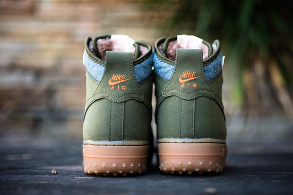 hot sale online 1f229 5ed0e Look for these to hit select Nike Sportswear accounts on November 1st.