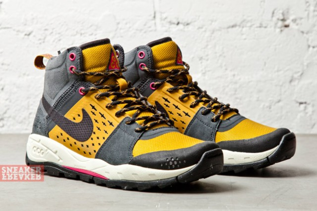 Nike ACG Air Alder Mid Gold Anthracite