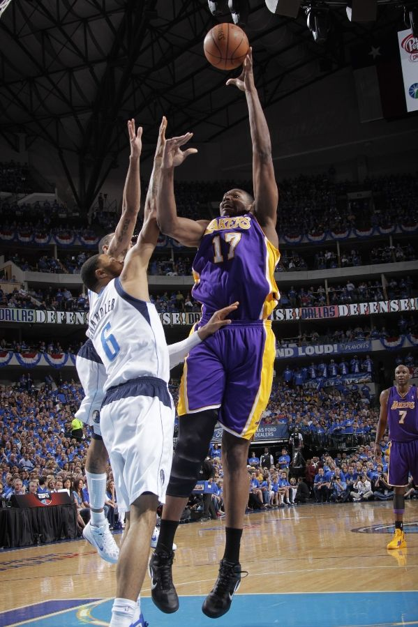 Andrew Bynum wearing the Nike Zoom Hyperfuse