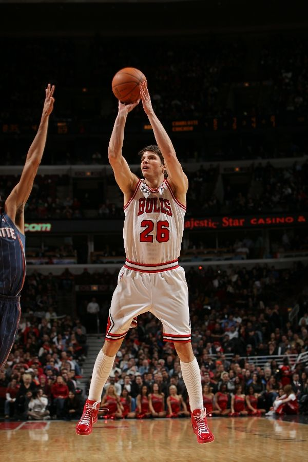 Kyle Korver wearing the Converse Star Player EVO