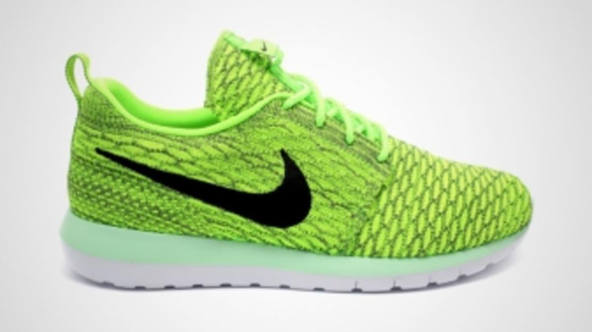 0d61f818e486 Nike Flyknit Roshe Runs in Volt