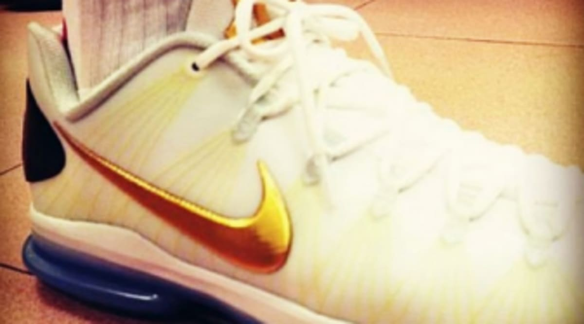 sports shoes 2b534 f6452 Nike KD V Elite - White Metallic Gold   Sole Collector
