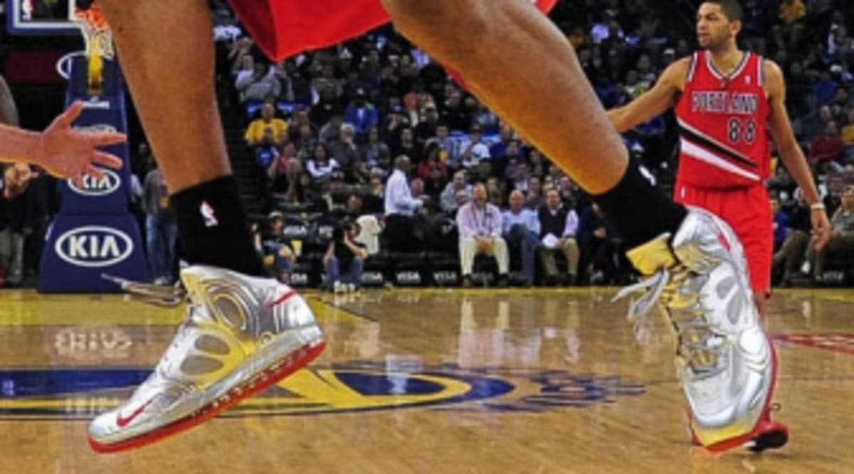 4f33cf7a2222 NBA Sneaker Watch    Nike Basketball Weekly Recap - Week 11