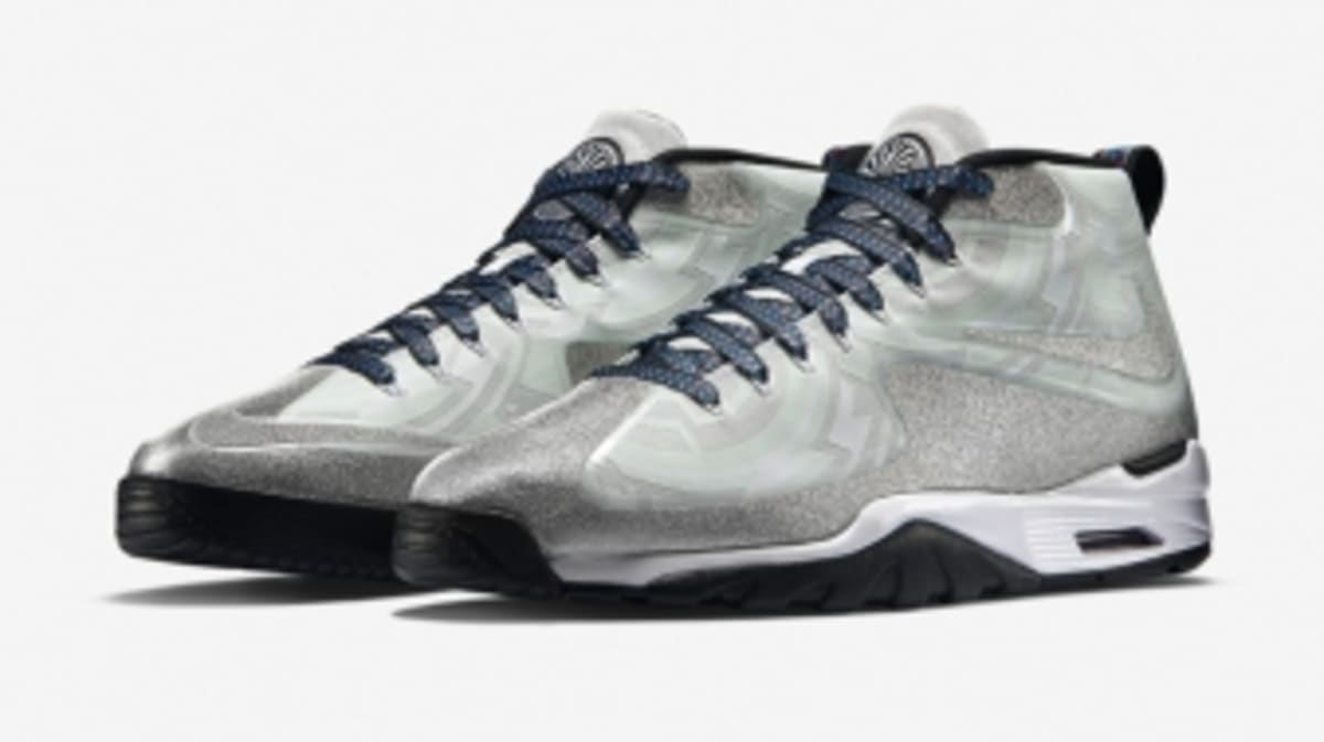 nike just released this color changing super bowl trainer