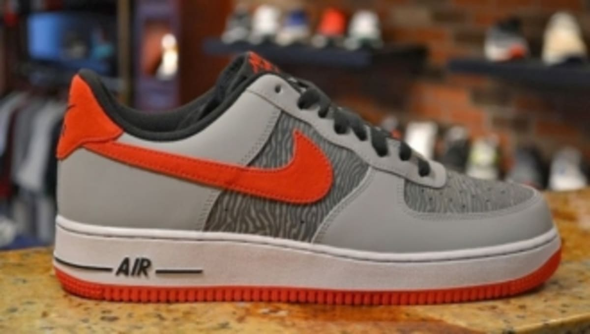 buy online abce7 b4bf3 Nike Air Force 1 Low - Reflective SilverUniversity Red