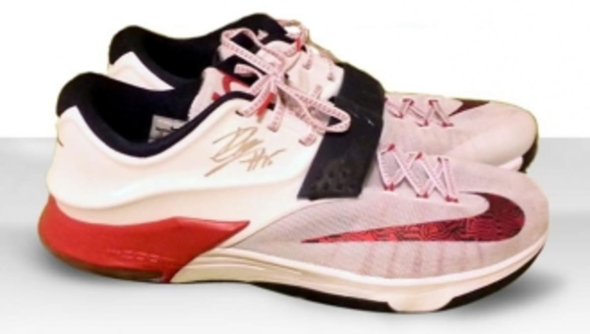 Win DeMarcus Cousins  Autographed  USA  KD 7s  bfefce7b5