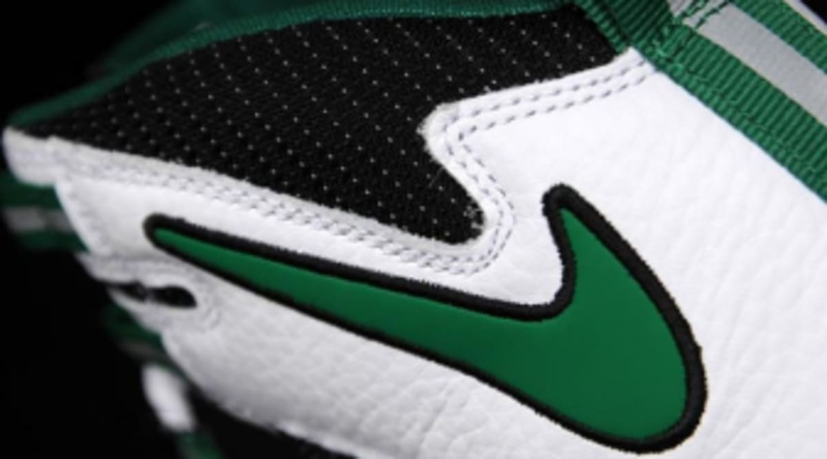 super popular 4ef6e 78596 Nike Air Max Darwin 360 HoH - White Pine-Green-Black   Sole Collector