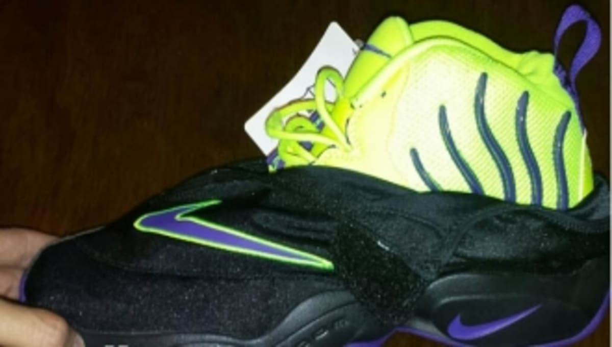free shipping 4dc19 48829 Nike Zoom Flight The Glove - Black   Volt   Purple