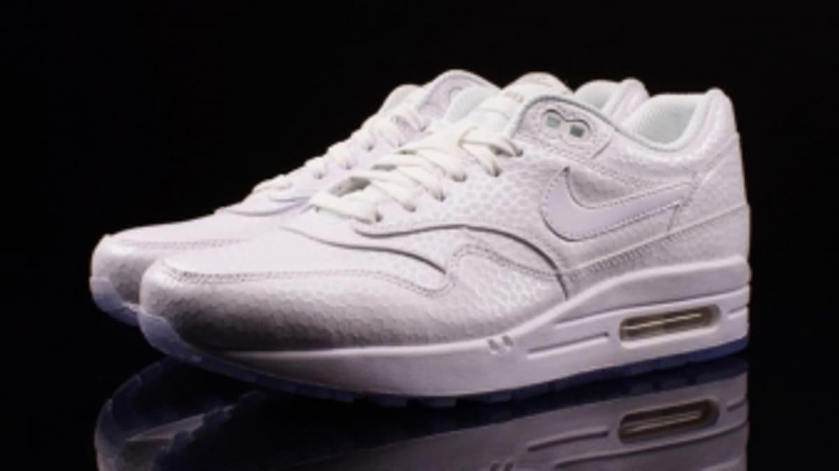 3c85616e655e0 Nike Sportswear s  White on White  Campaign Continues