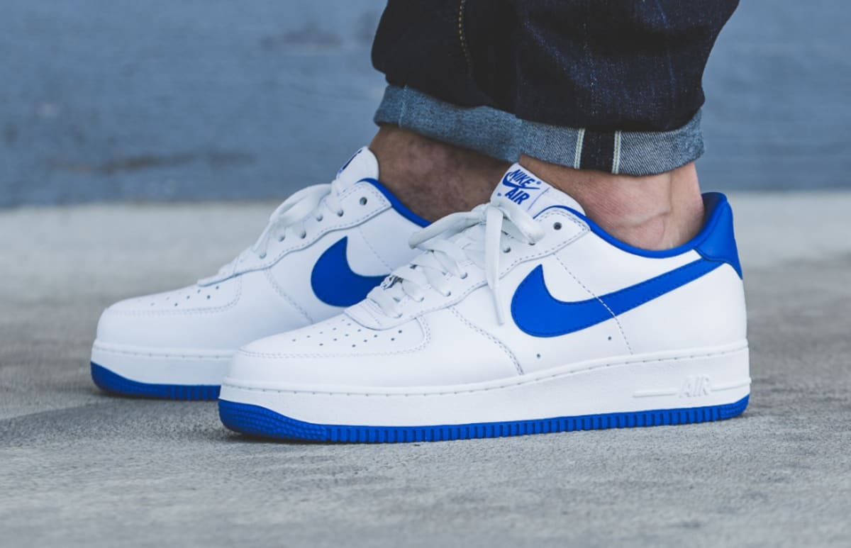 og nike air force 1 low white blue sole collector. Black Bedroom Furniture Sets. Home Design Ideas