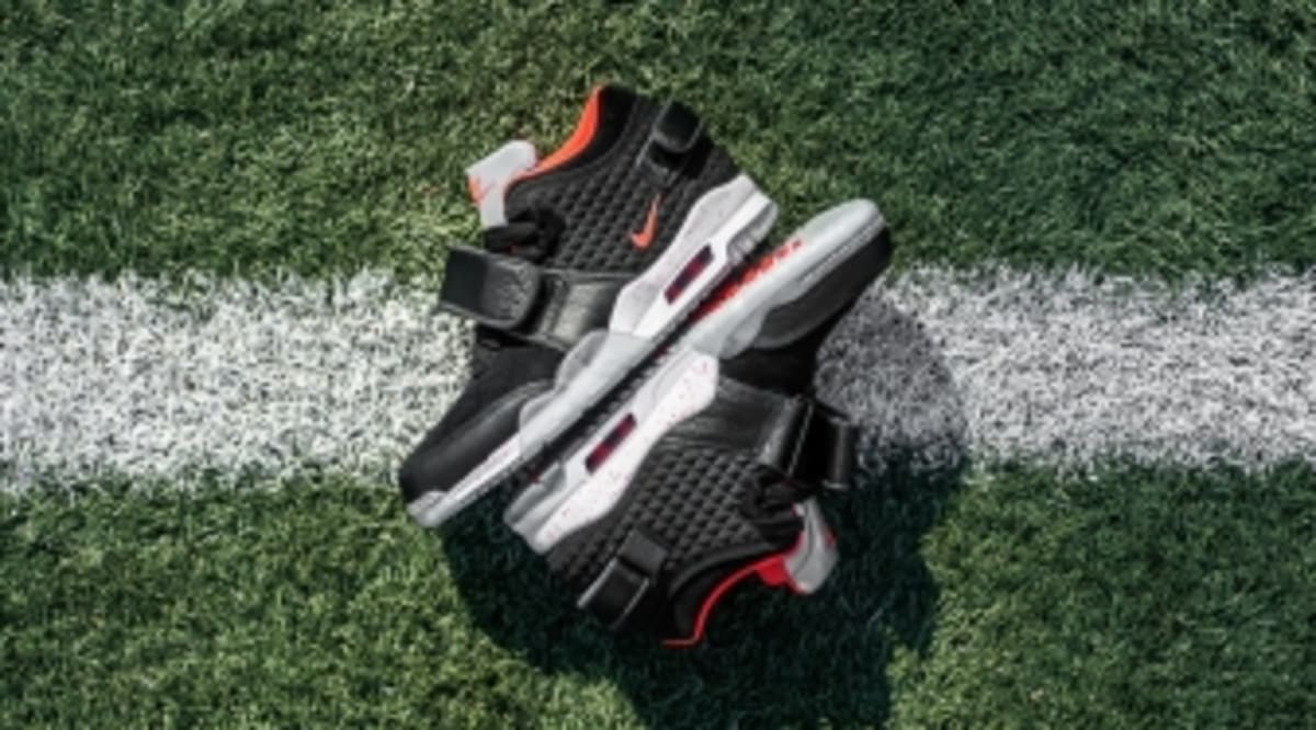 competitive price 03b0f 7f151 Victor Cruz Salutes His Late Father on Nike Shoes   Sole Collector