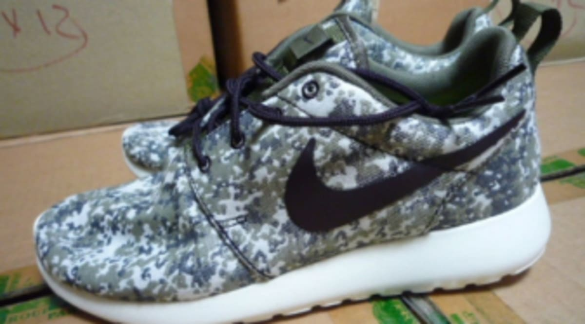separation shoes d2045 62390 Nike WMNS Roshe Run - Digi-Camo Pack   Sole Collector