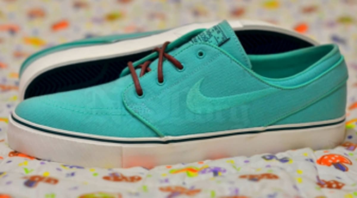 best service 4552a 1abd2 Nike Janoski Mint Red