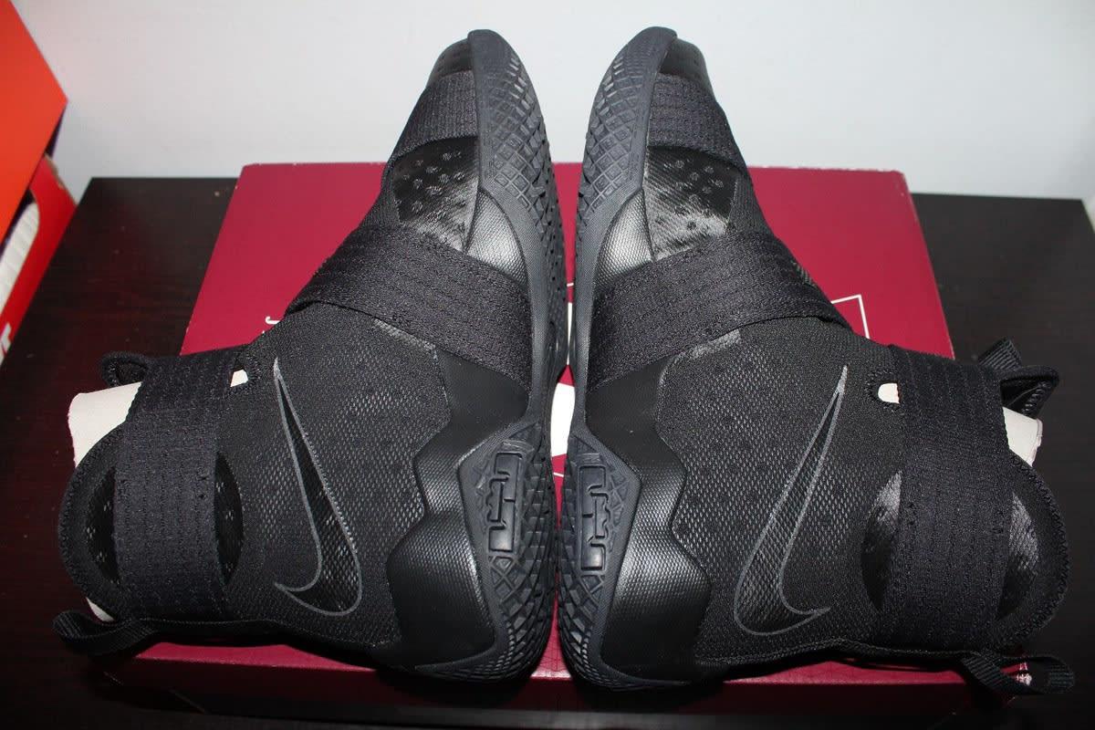 Nike LeBron Soldier 10 NYC Blackout (7)