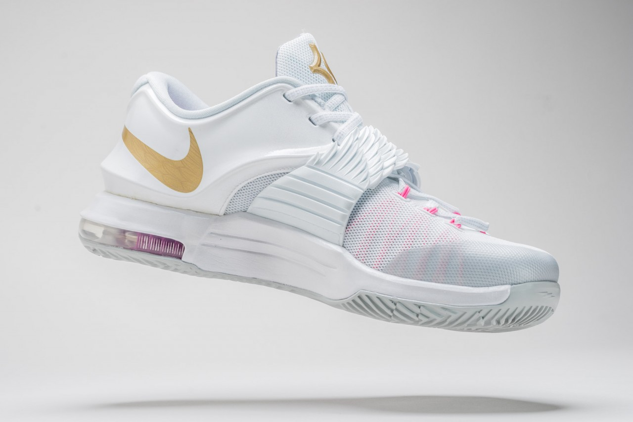 new style 63854 c1254 Kevin Durant Honors  Aunt Pearl  with Special Release