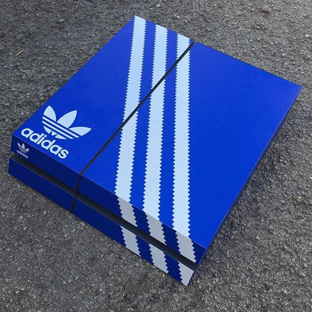 Playstation 4 adidas Box Skin