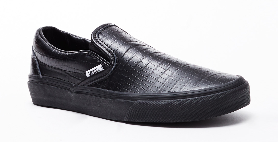 slip on vans all black