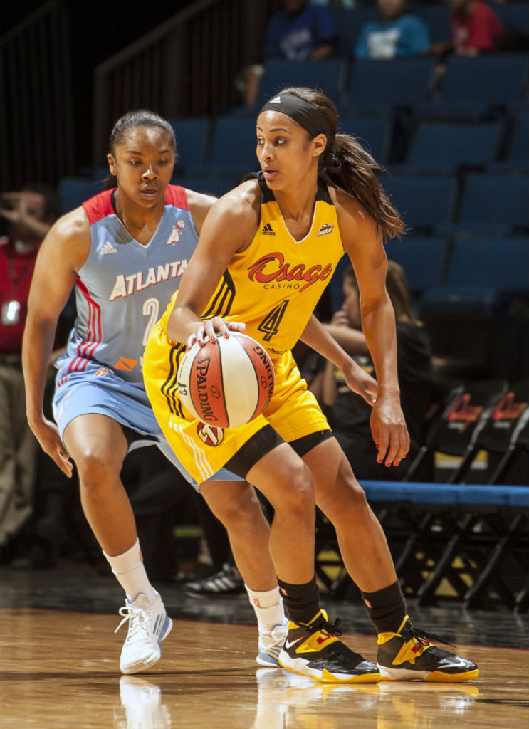Skylar Diggins wearing Nike Zoom Soldier VII PE (1)