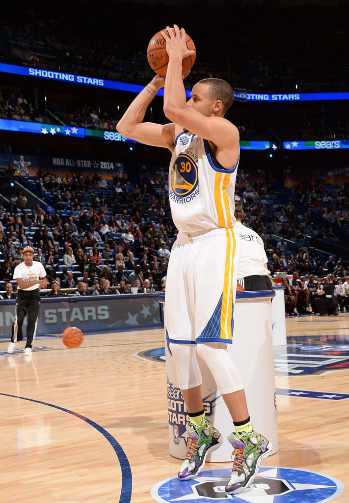 Stephen Curry wearing Under Armour Anatomix Spawn