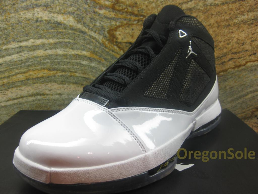 Air Jordan 16 Retro White University Gold Black 2012