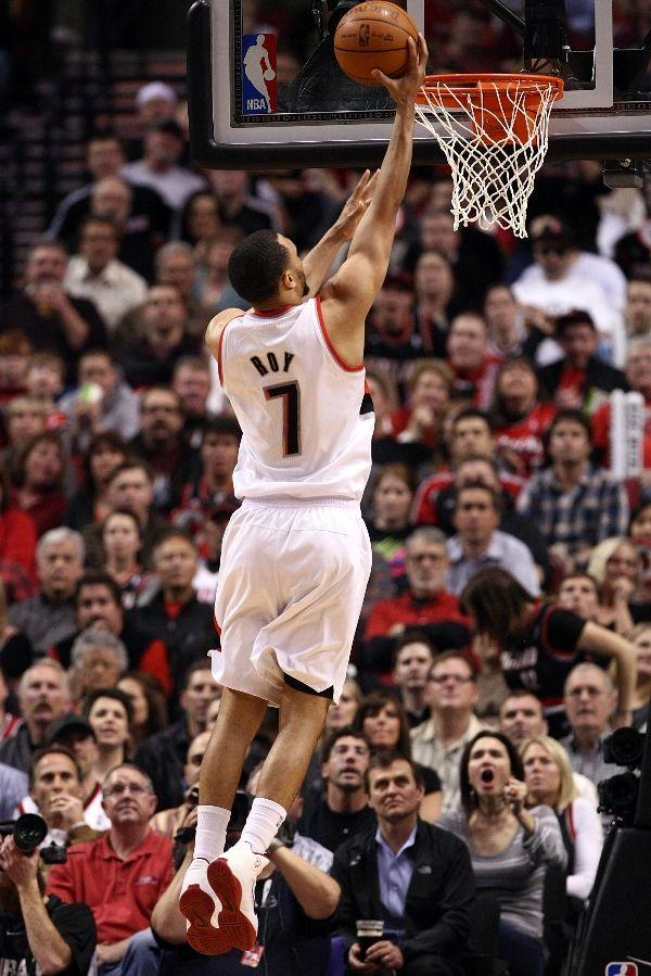 SC NBA Playoff Sneaker Watch  Brandon Roy s Heroics Help Blazers ... 0460d4889540