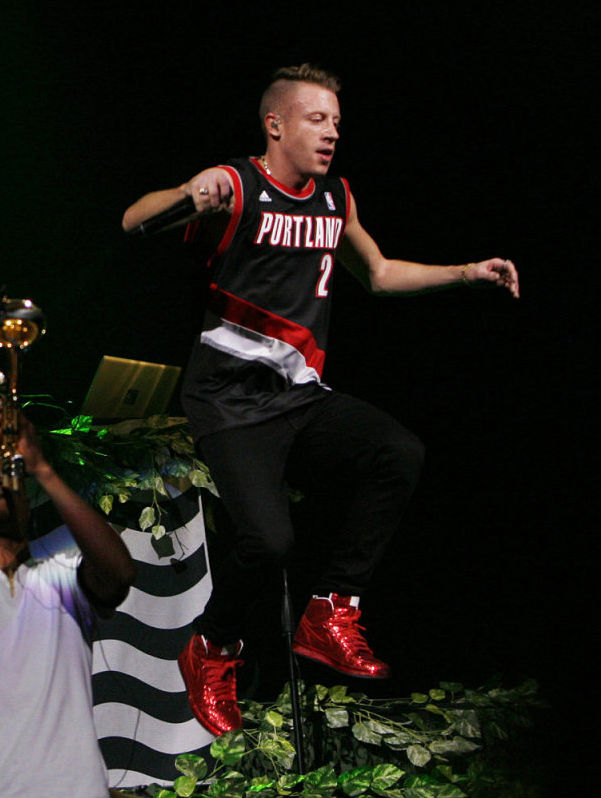 Macklemore wearing Air Jordan 1 I Retro Legends of the Summer