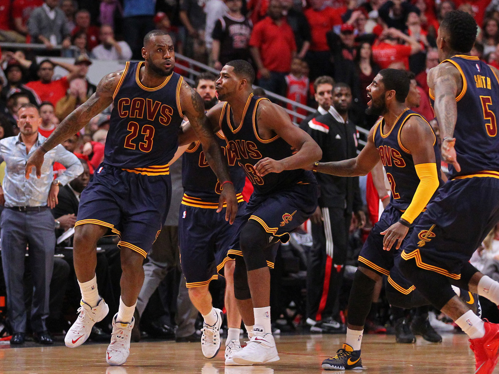 LeBron James Hits Game-Winner in a Nike LeBron XII 12 PE (7)