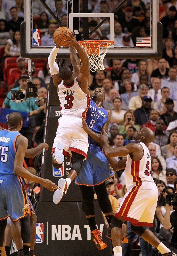 Dwyane Wade wearing Air Jordan 2011
