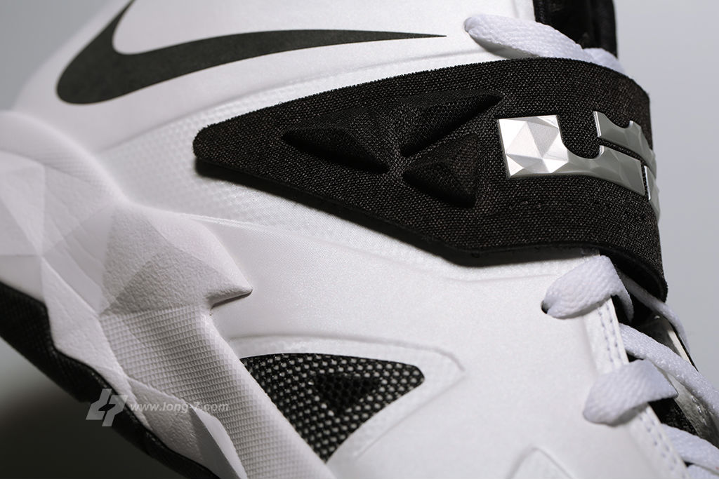 Nike Zoom Soldier VII 7 White/Black-Metallic Silver (7)