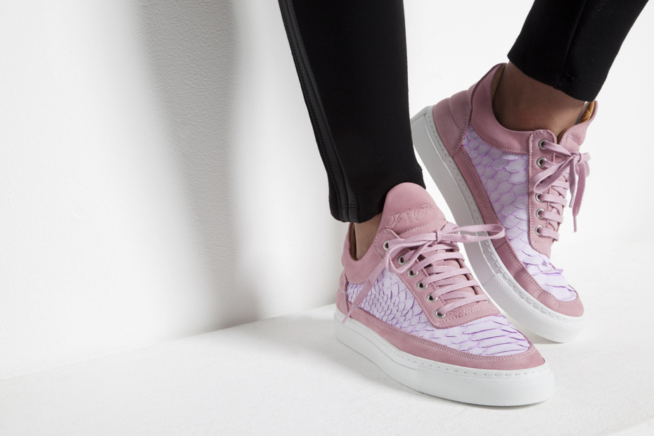 Filling Pieces Amsterdam Black Friday Pack Pink Trainer on foot