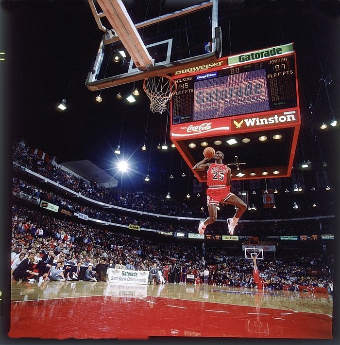 3da6a554ae7f The Story Behind Michael Jordan s Iconic Free-Throw Dunk Photo ...