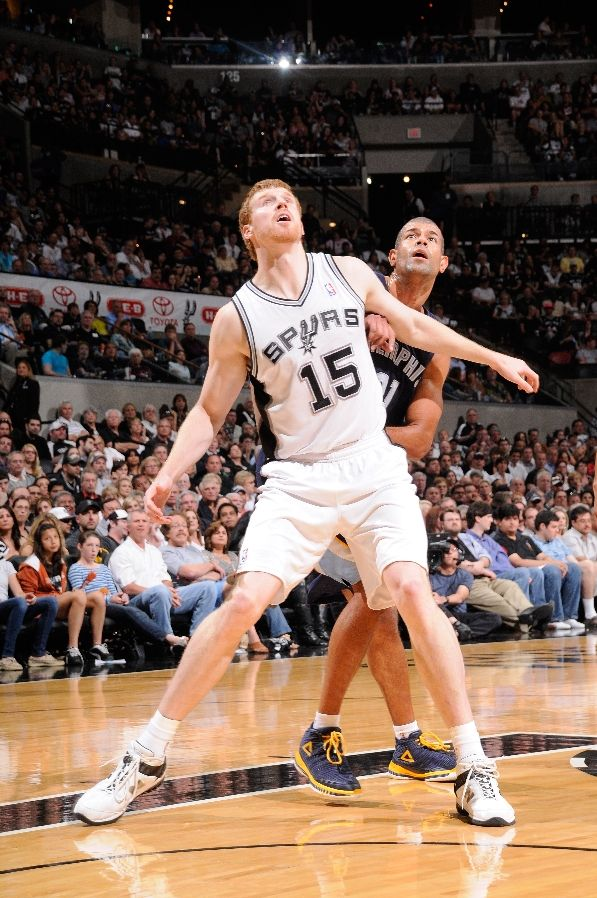 Matt Bonner wearing New Balance; Shane Battier wearing PEAK Battier V